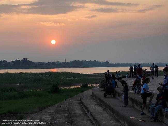 ラオス ヴィエンチャン(ビエンチャン) メコンの夕日
