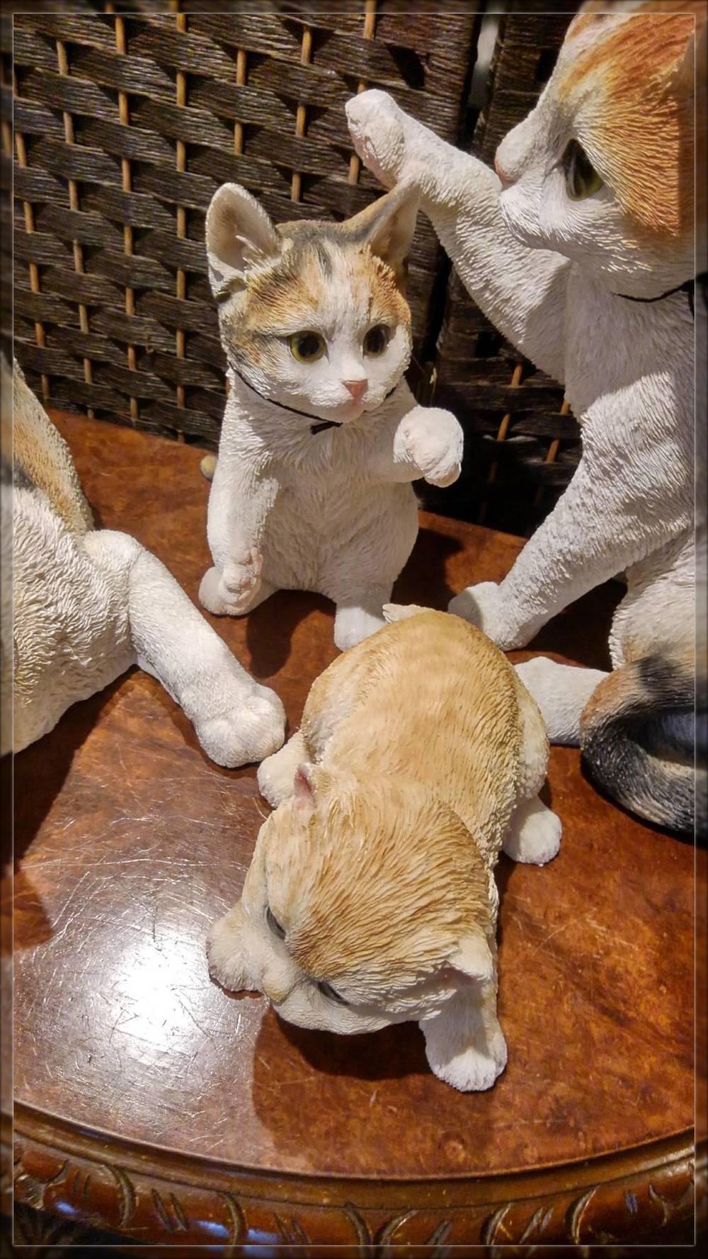 猫のモニュメント
