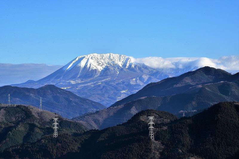 明智峠からの大山1