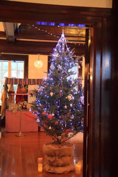 西洋館のクリスマスキャノン00066727