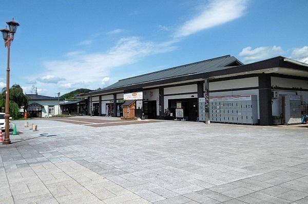 1024px-Kakunodate_Station_2017.jpg