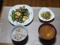 11/12 夕食 豚肉と小松菜の卵炒め、中華クラゲ、えのきと豆腐の味噌汁、雑穀ご飯