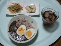 11/14 昼食 ほうれん草チーズカレー&ゆで卵、大根漬物、春雨サラダ