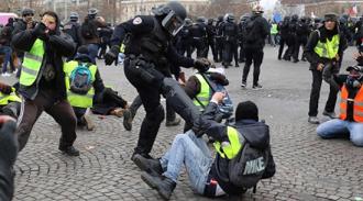 20190129フランス機動隊の暴力