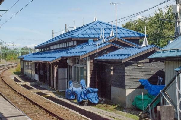 ホームからの二本木駅