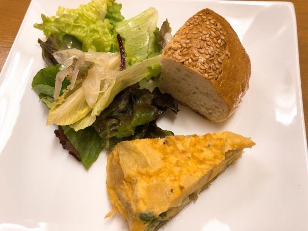 2019-01-08 1サラダとパンとキッシュ