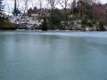 やっと凍ってきた五色沼
