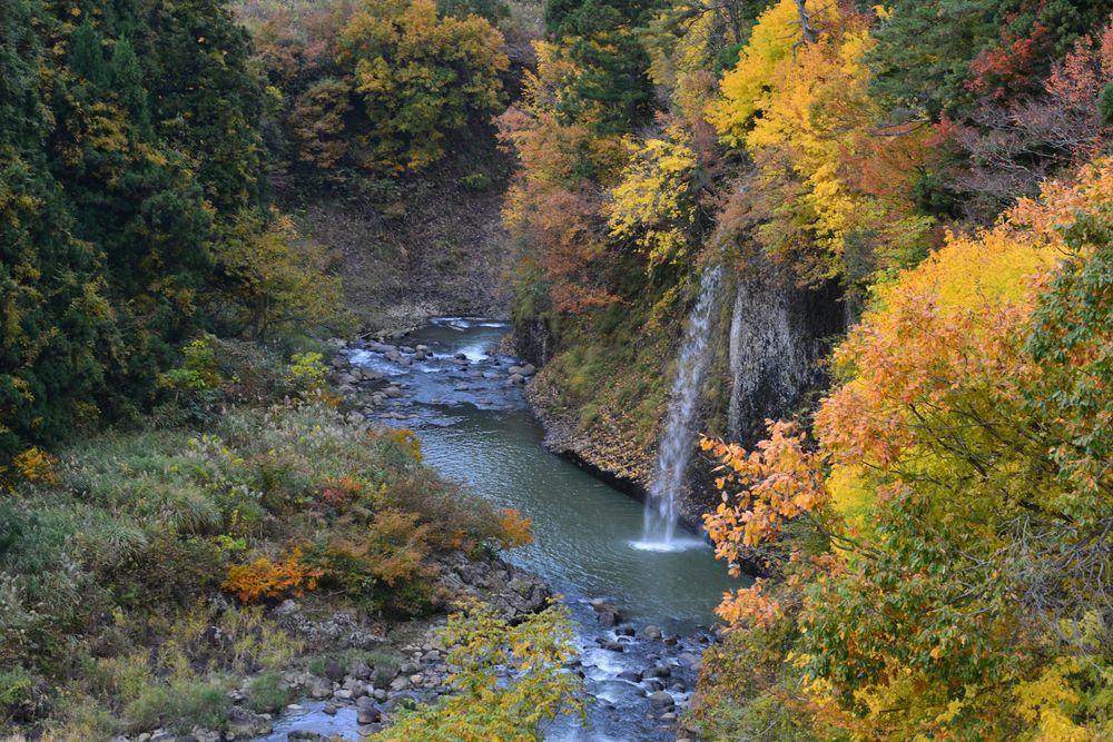 渓谷の秋-2