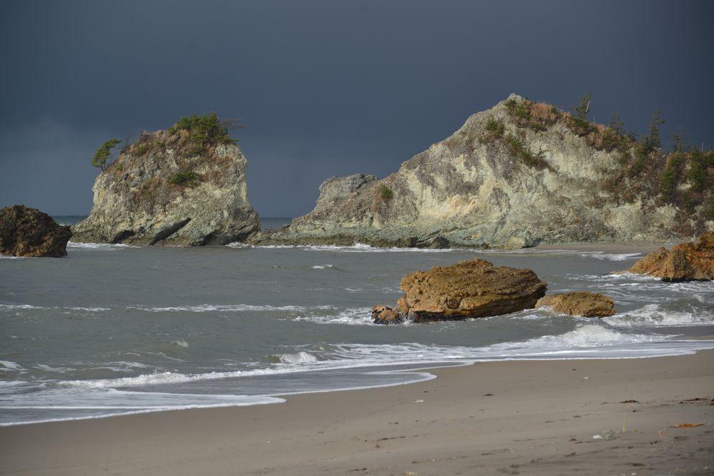 冬の海へ 岩-3