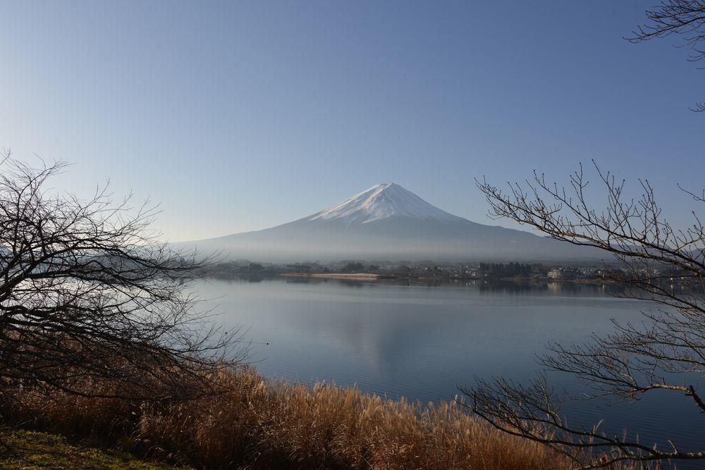 朝の河口湖畔から-1