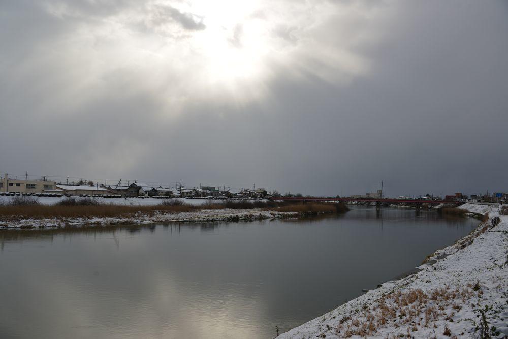 雪の土手道散歩-2