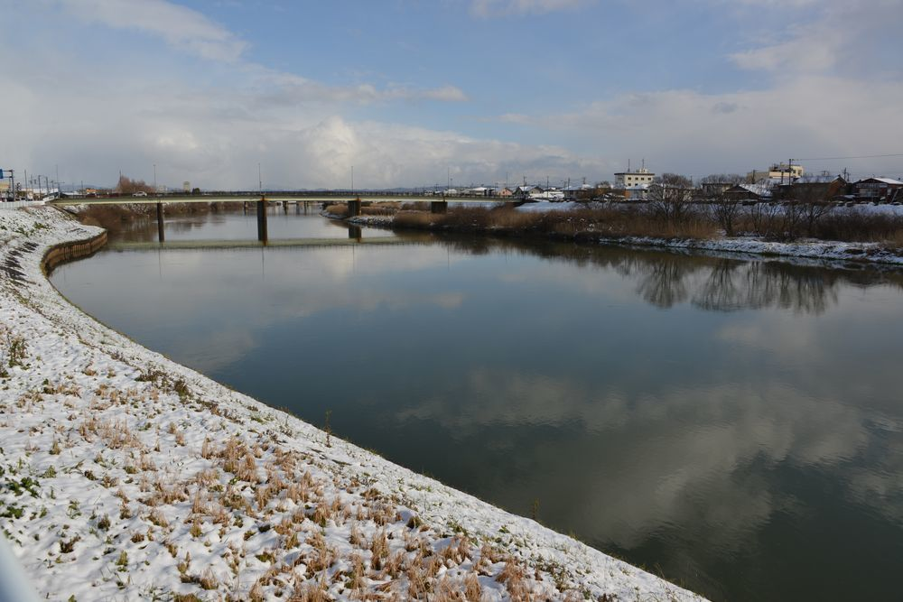 雪の土手道散歩-5