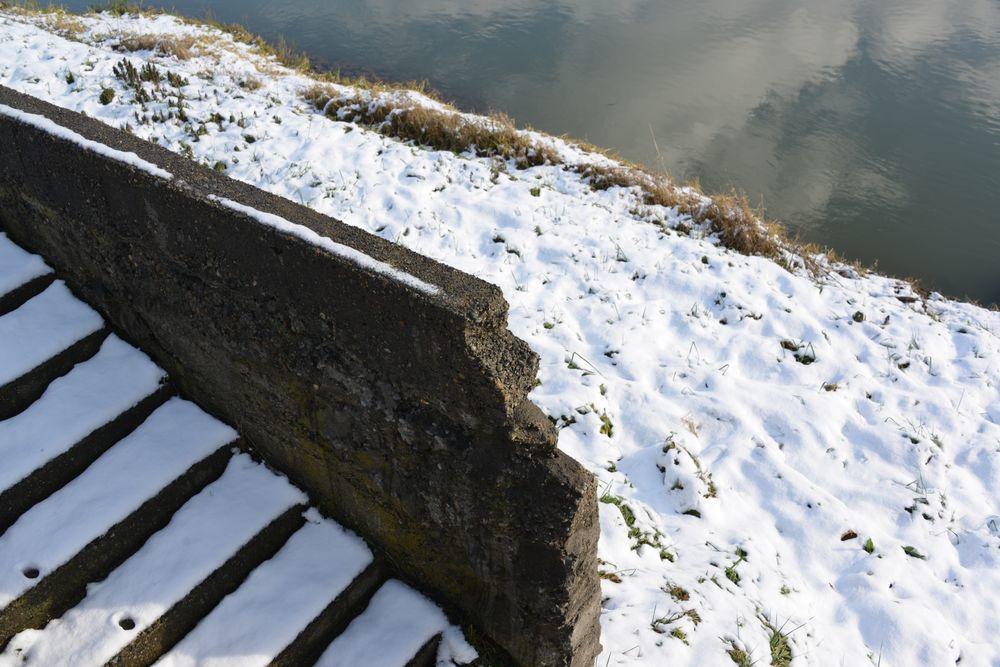 雪の土手道散歩-6