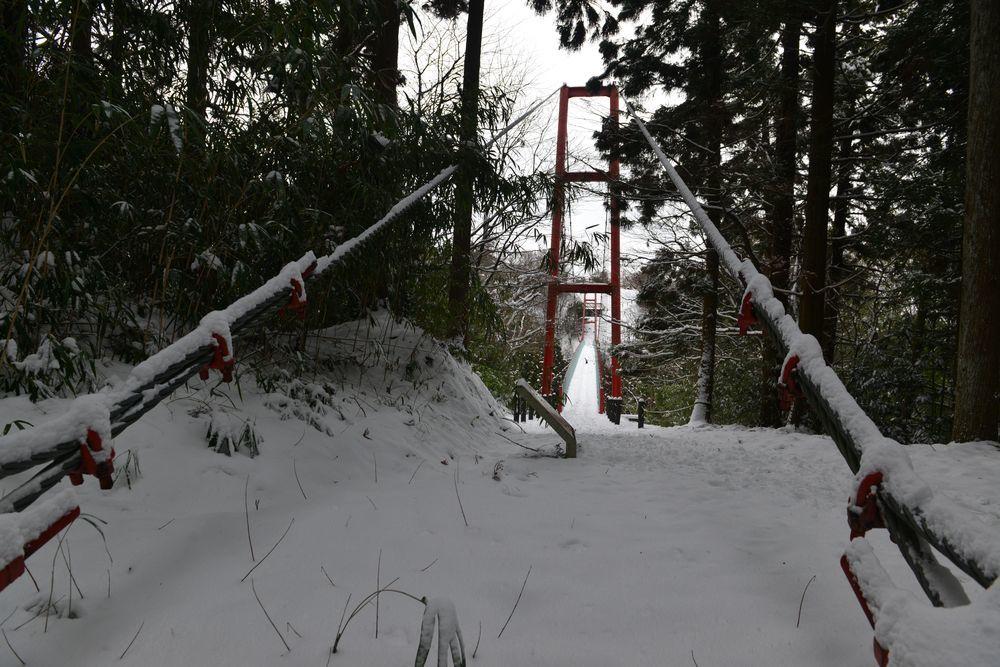 雪の吊り橋-1