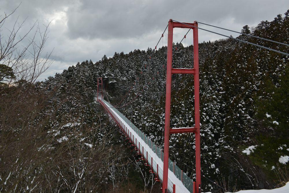 雪の吊り橋-3