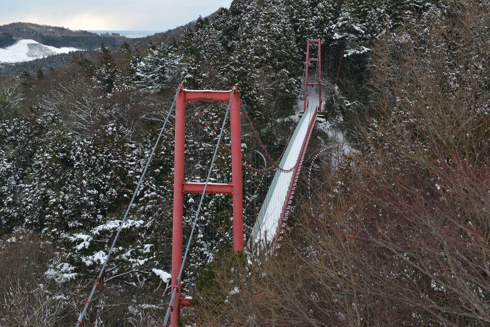 雪の吊り橋-4