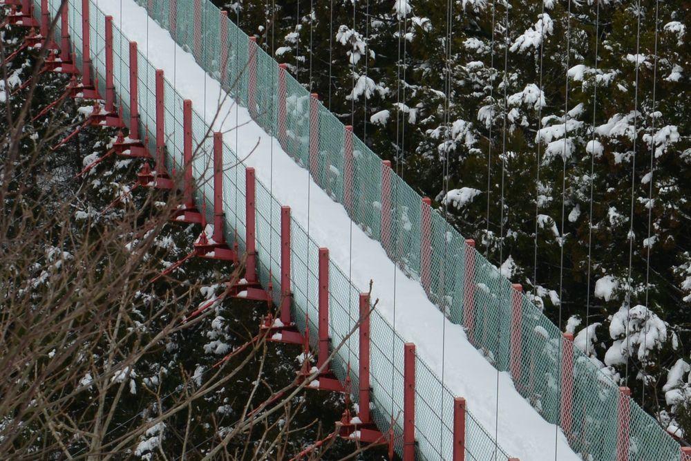 雪の吊り橋-5