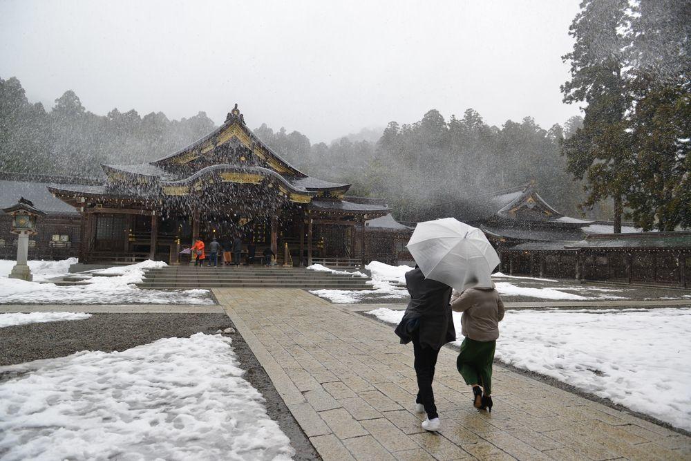 雪舞う神社-1