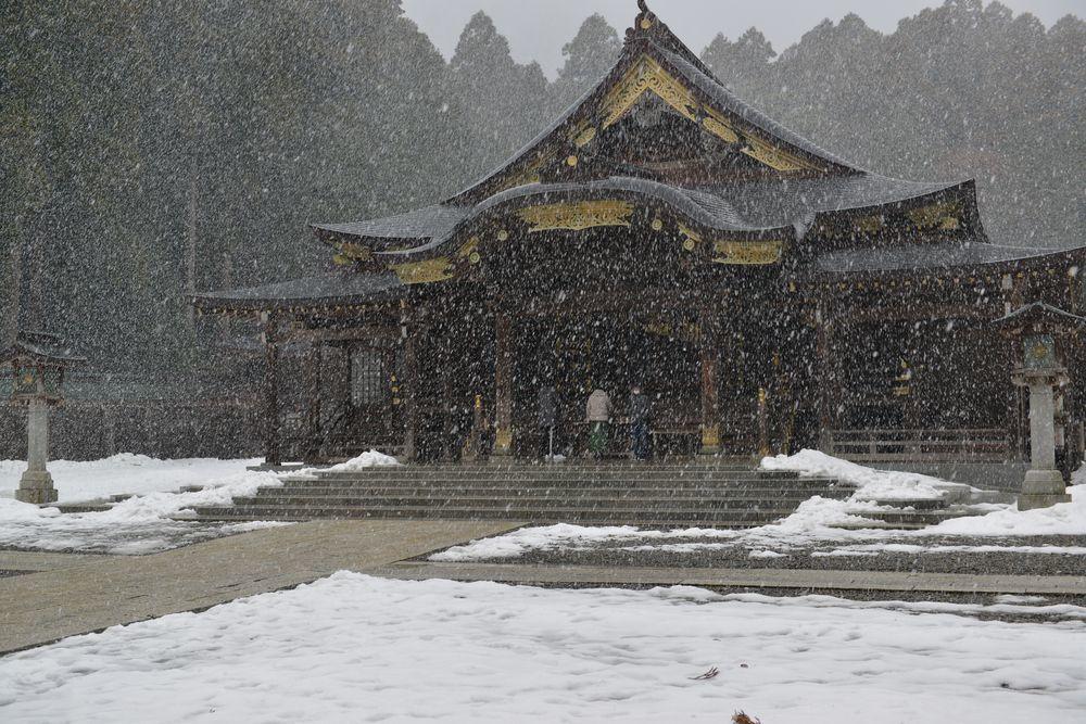 雪舞う神社-4