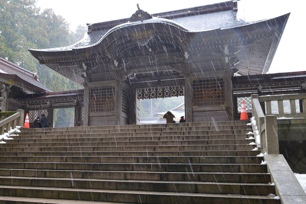 雪舞う神社-6