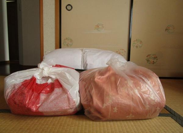 捨てる服・布団・カーテン 2階和室