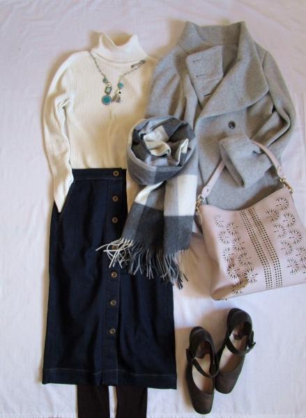 ユニクロ白タートルネックセーター PLSTデニムスカート スマートピンクコート VITANOVAパンプス (1)