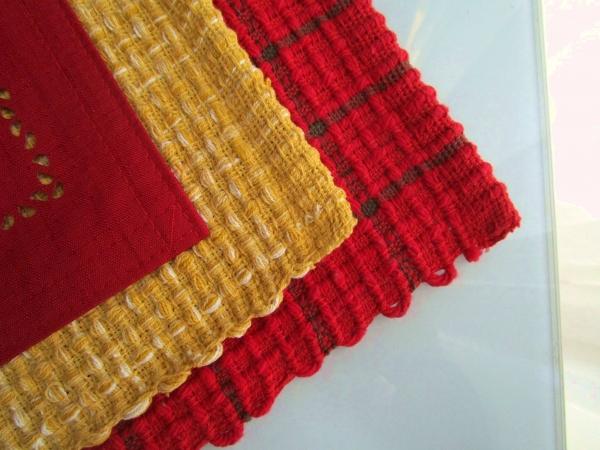 ニトリのランチョンマット シンシア2 WAINワモ 赤黄色 (1)