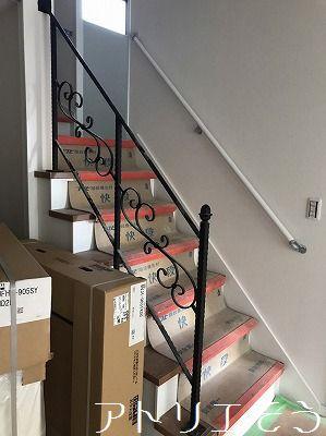 輸入材を使ったとても素敵なロートアイアン製階段手摺の設置写真