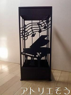アトリエそう オーダーメイドデザインのグランドピアノと音符を奏でた素敵なロートアイアン風のステンレス製の傘立て