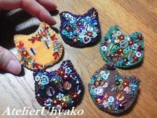 190127猫ビーズ刺繍ブローチ