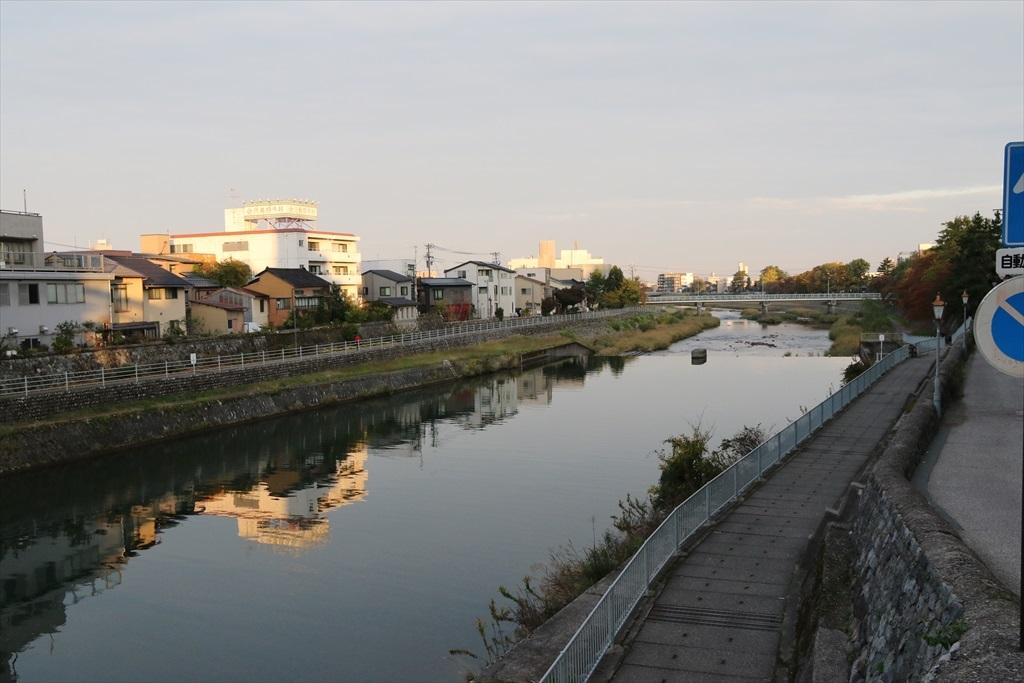 犀川と犀川に架かる犀川大橋_8