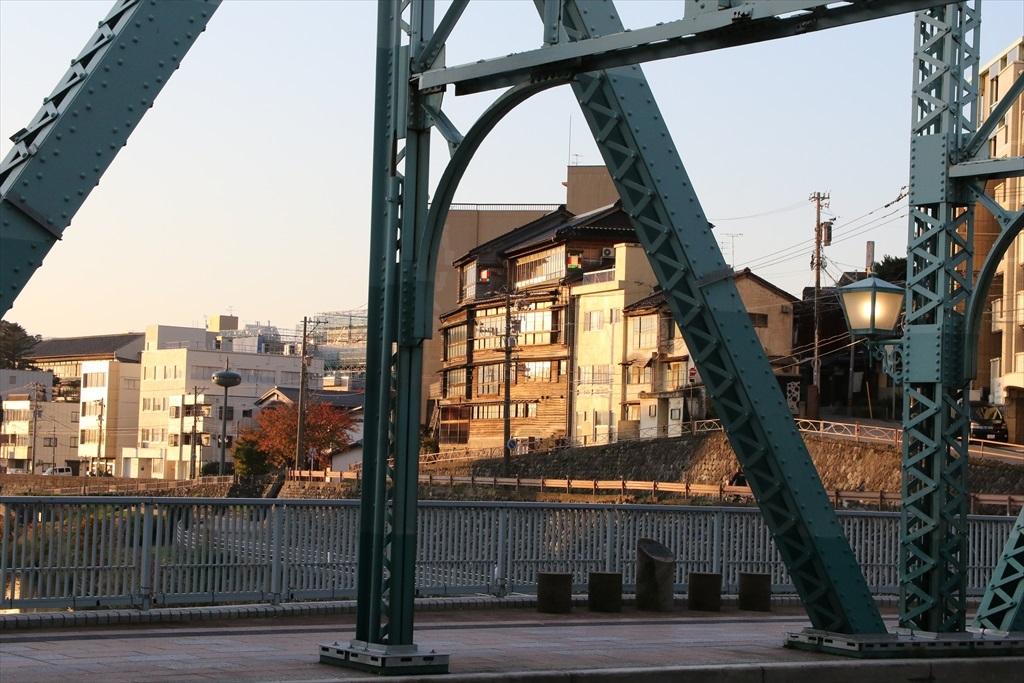 犀川と犀川に架かる犀川大橋_6