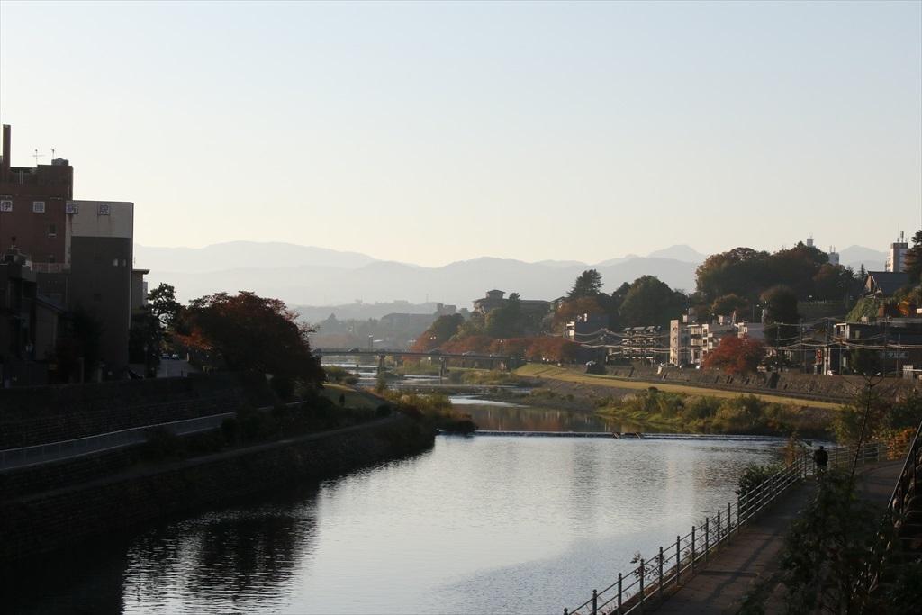 犀川と犀川に架かる犀川大橋_10