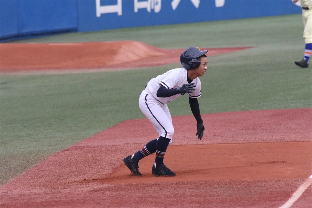 4番の立岩君も右中間二塁打で続く_2