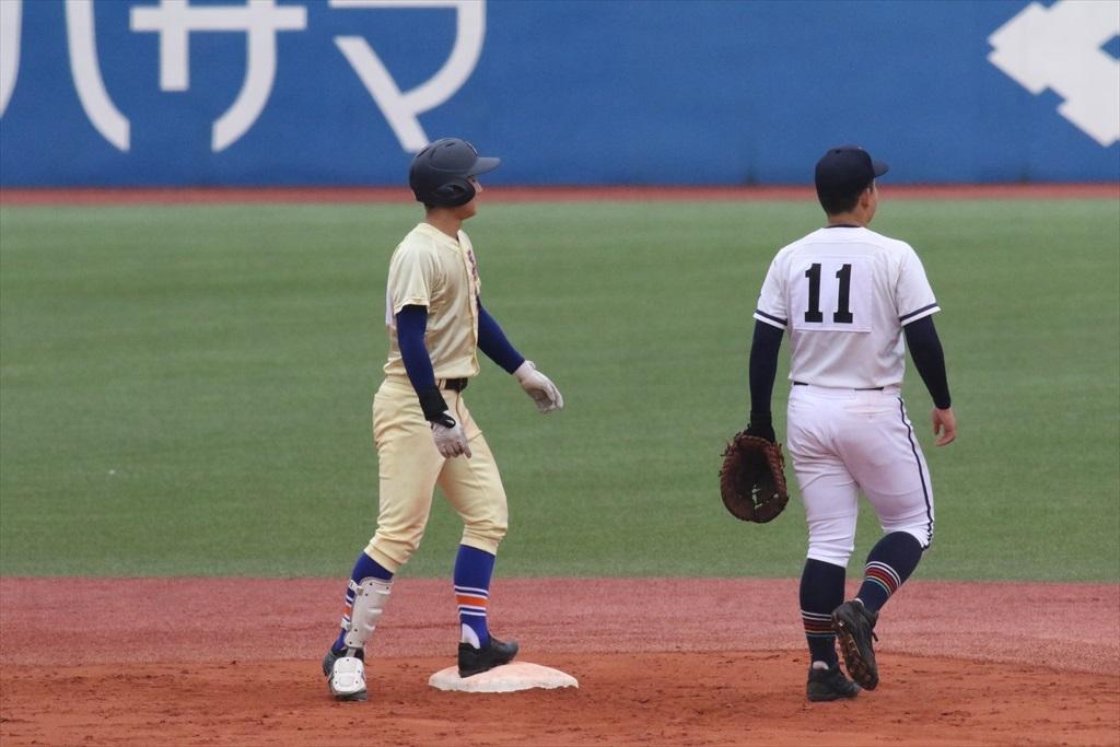 3番知田君が右翼に2塁打を放つ_2