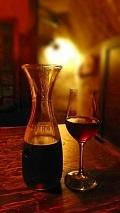 飲み物-ワインのデキャンタとグラス