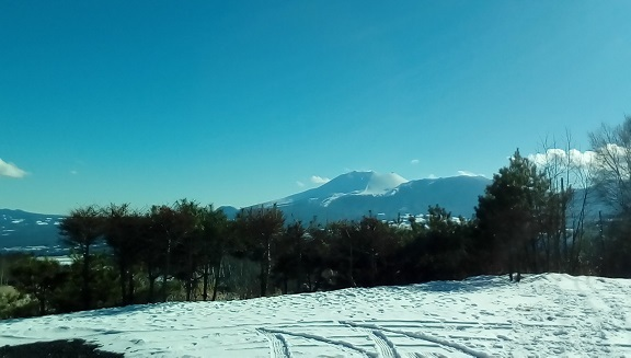 庭先よりの浅間山です。 12月17日
