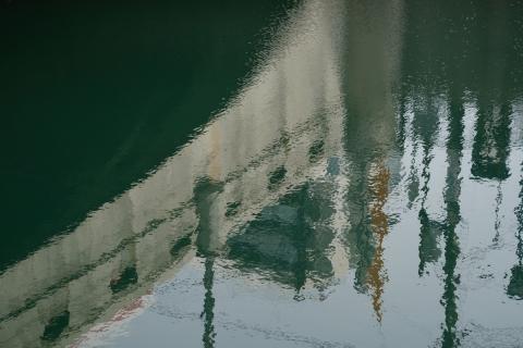05川面のアート