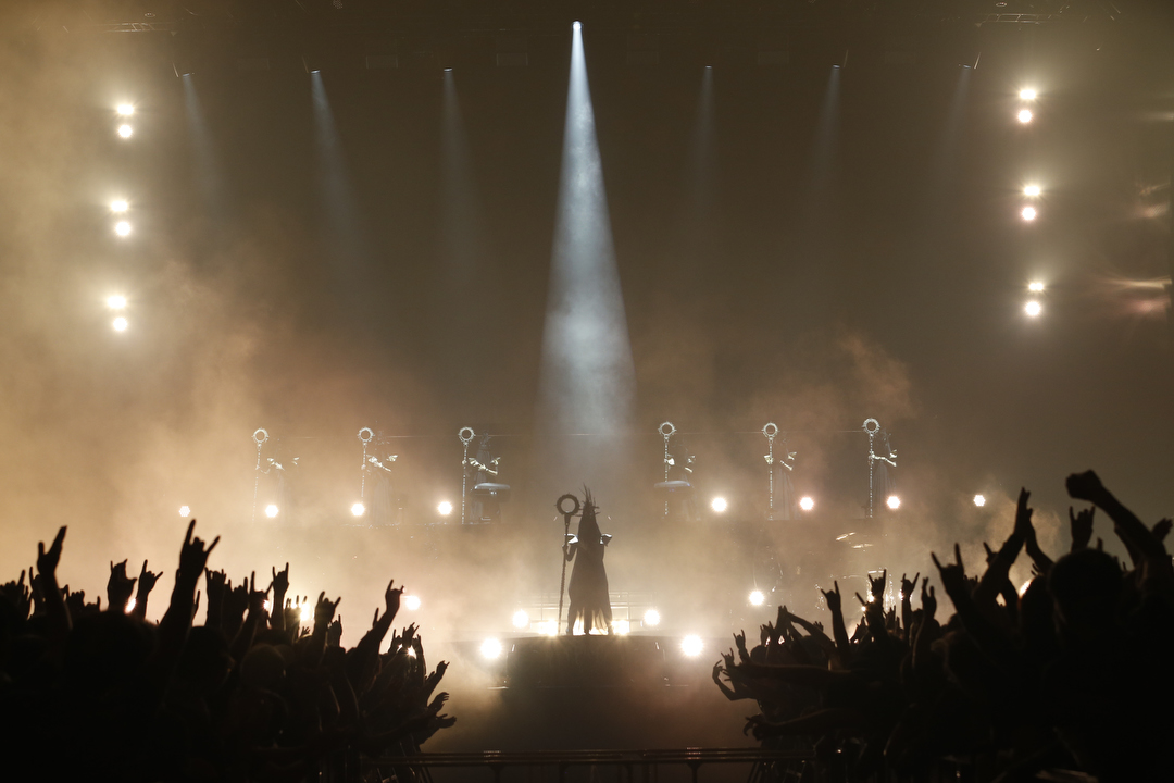 BABYMETALの小規模ライブでメンバー2人とサポートダンサー1人という3人体制に違和感を感じませんか?