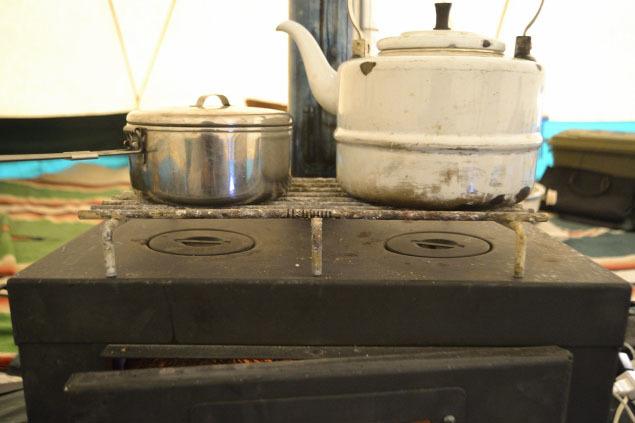 何がなんでもキャンプだし 水之元 薪スト スキレット調理 テンマク アイアンストーブちび 鶏モモ肉 ココア ヤマザキショップ 閉店 鍋シメラーメン