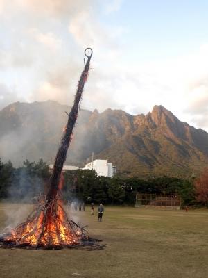 190107-113=19ONA鬼火焚き avc モ岳,倒れかけ aONAグラウンド