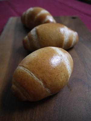 ライ麦小麦胚芽ロールパン