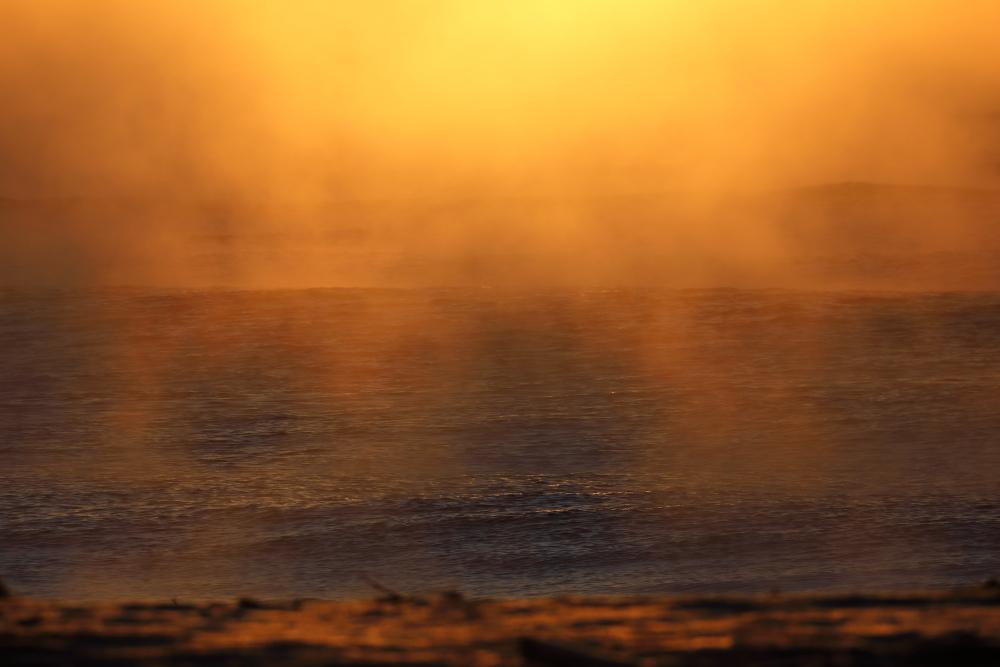 3291 染まる海霧