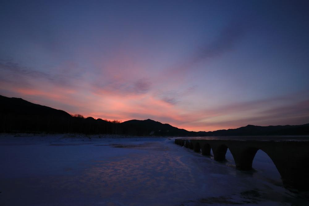 4875 タウシュベツ橋梁の朝焼け