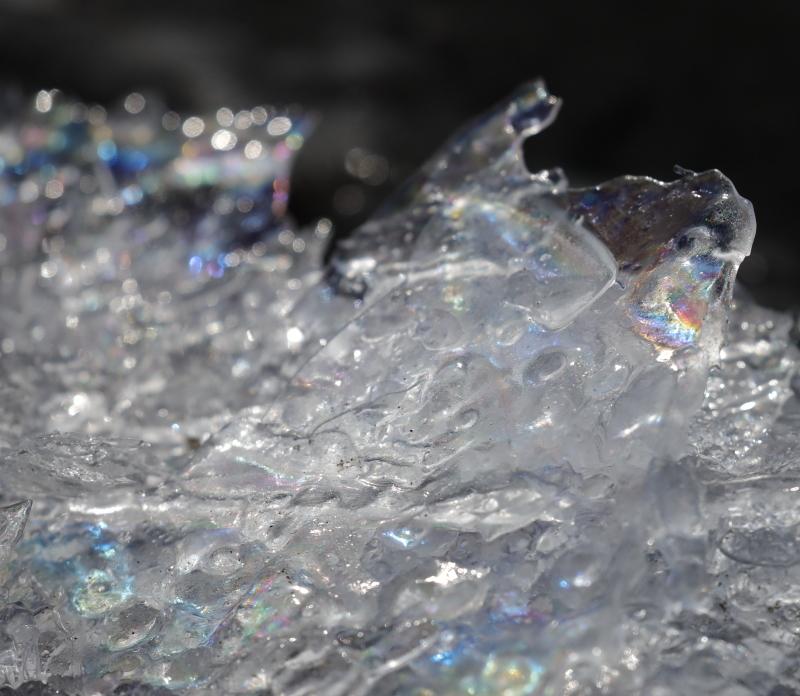 5985 オーロラのような薄氷