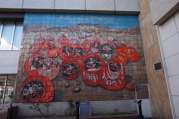 高崎駅の壁