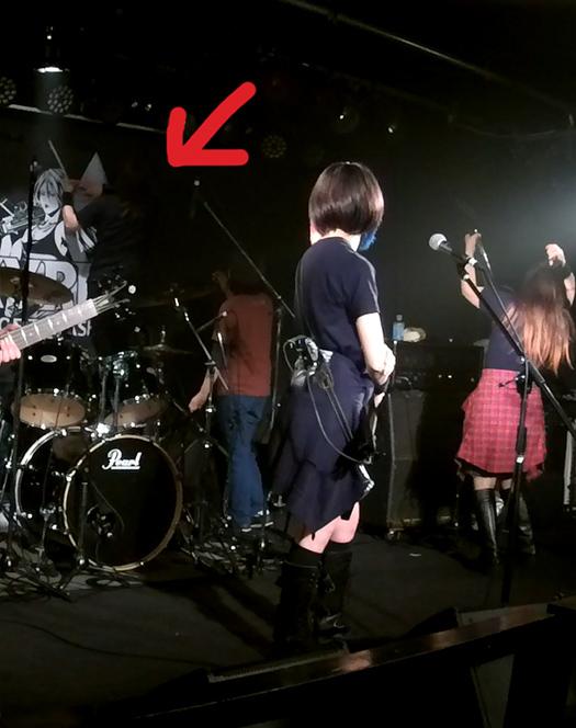 VALKYRIEライブ_2019福岡INSA_しゅうちゃんチャイナ旗を直す
