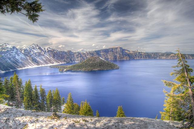 crater-lake-277123_640.jpg