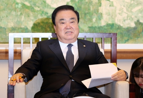 【天皇陛下謝罪発言】国会議長文喜相氏「被害者の最後の容赦があるまで謝れということ」 日本の反発に