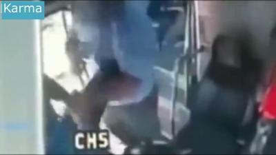 【衝撃!】バスの運転手がメチャクチャ強かった・・・